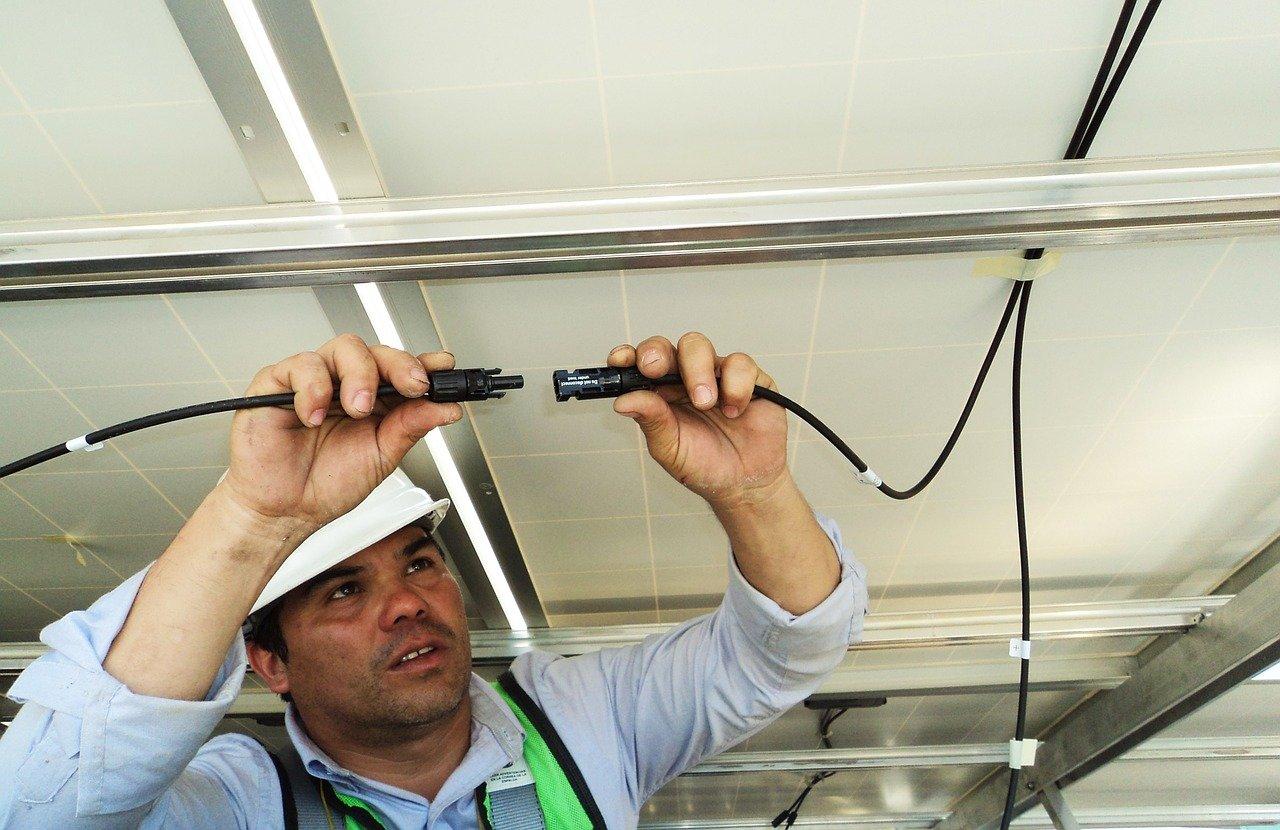 Kable do fotowoltaiki – wszystko o przewodach w instalacji fotowoltaicznej