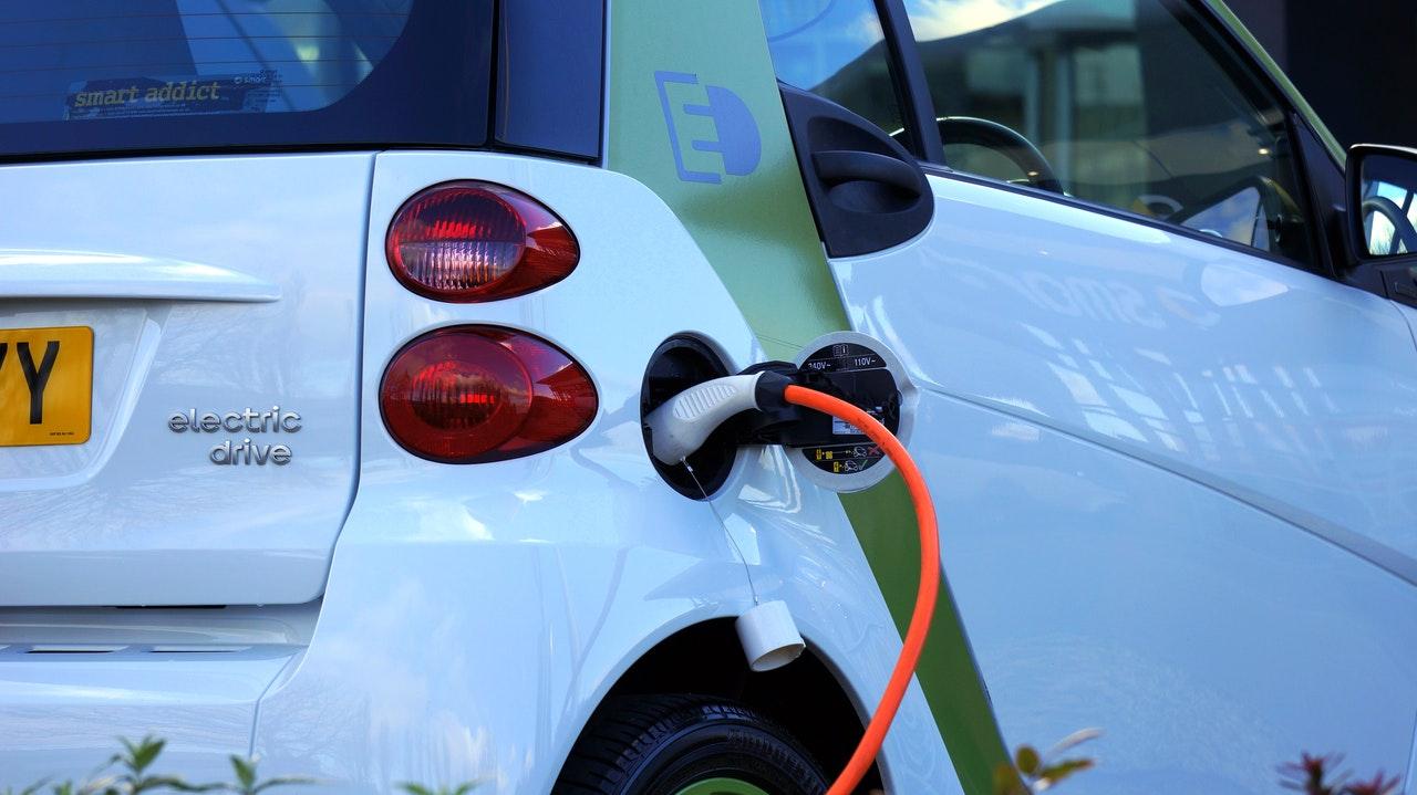 Ładowanie samochodu elektrycznego przy pomocy PV